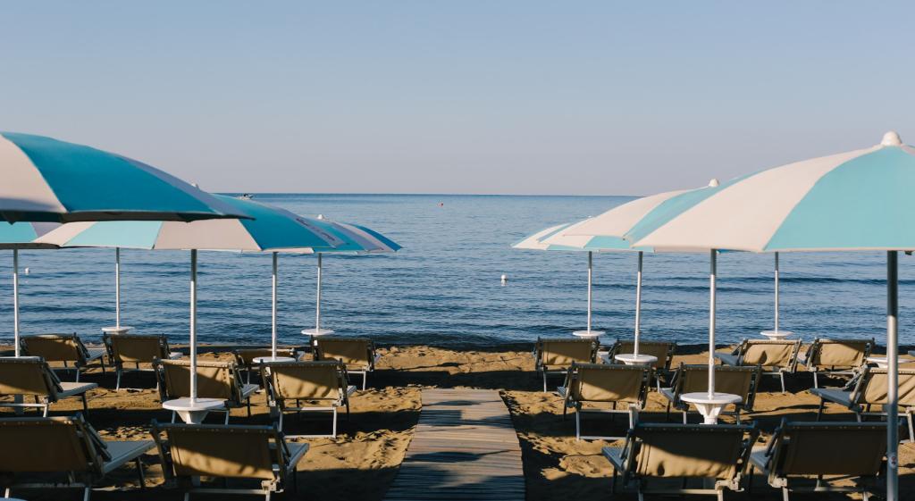ammare_bagno_sirena_castiglione_della_pescaia_spiaggia_gallery_ombrelloni