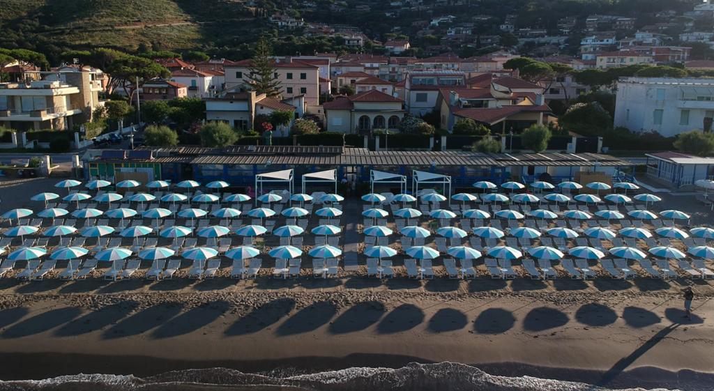ammare_bagno_sirena_castiglione_della_pescaia_spiaggia_gallery_ombrelloni_drone