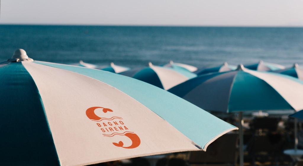 ammare_bagno_sirena_castiglione_della_pescaia_spiaggia_gallery_ombrelloni_logo